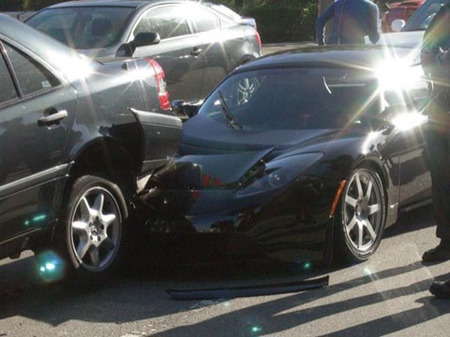 ecoDolorpasión: Tesla Roadster accidentado