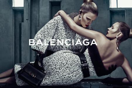 Kate Moss y Lara Stone son la nueva pareja perfecta de Balenciaga