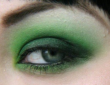 Ojos en los tonos verdes de la temporada
