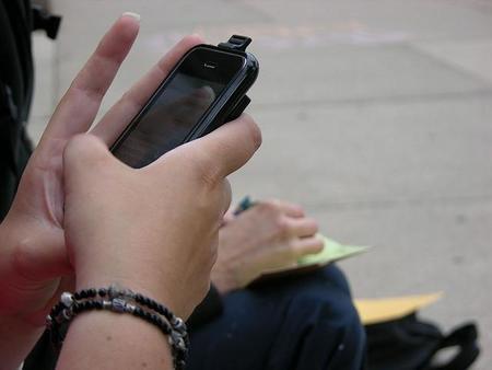 Los ingresos de los titanes de la mensajería: el caso de WhatsApp y la japonesa Line
