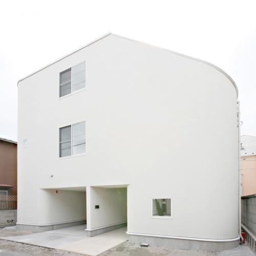Foto de Puertas abiertas: una casa de tres alturas en Tokyo (1/5)