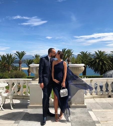 Laura Escanes no se pierde la boda de María Pombo con un perfecto look de invitada embaraza