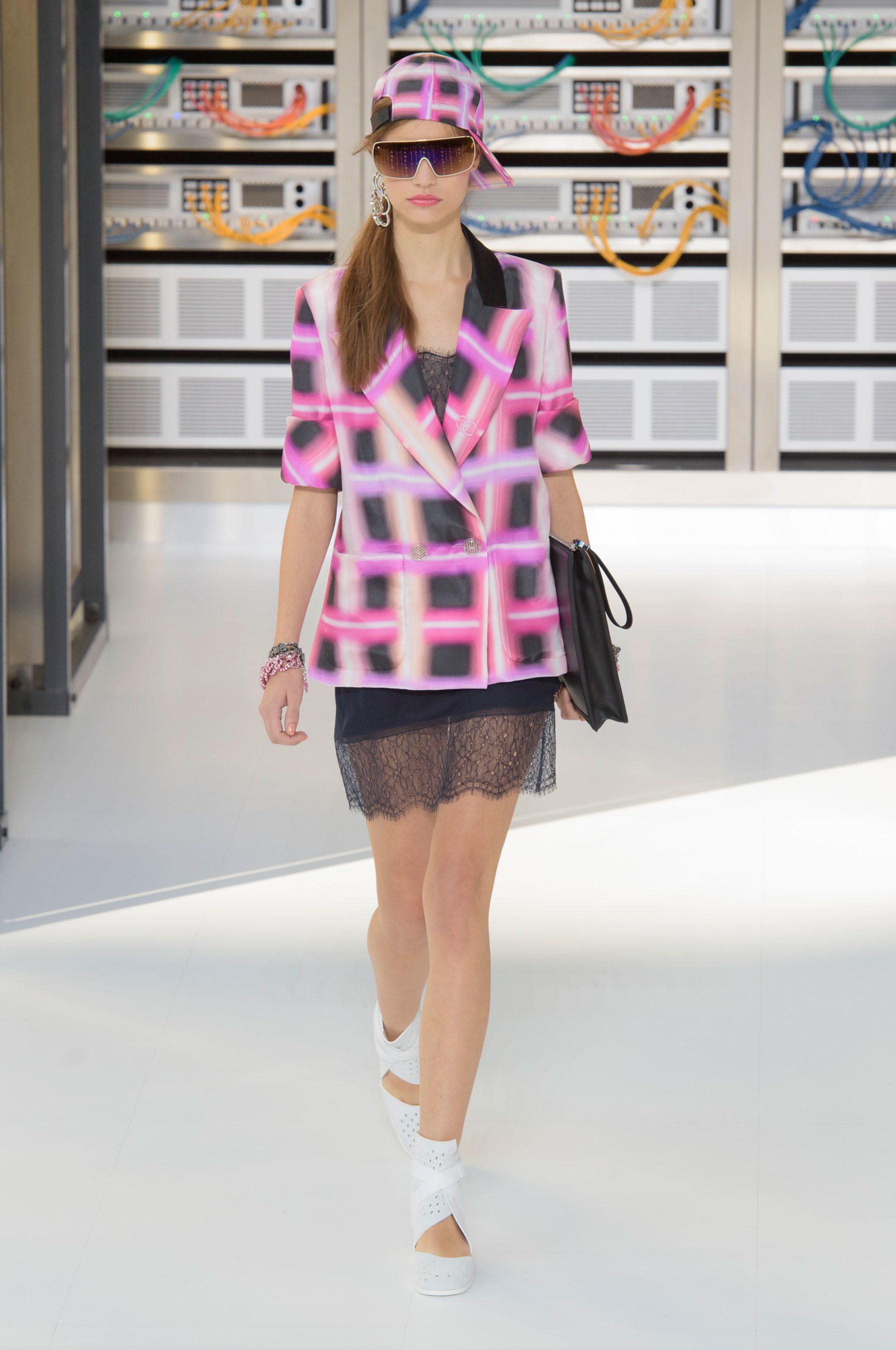 Foto de El regreso al futuro de Chanel en su colección Primavera-Verano 2017 (45/96)