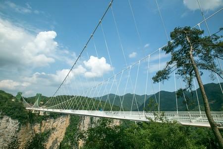 China se ha enganchado a construir puentes de cristal. Y la burbuja está a punto de estallar