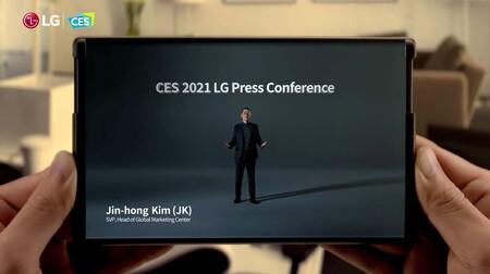 """LG muestra (brevemente) su futuro móvil con pantalla """"enrollable"""": todo lo que creemos saber del LG Rollable"""