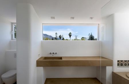 Cómo renovar el aspecto del cuarto de baño, sin obras, con un revestimiento similar al cemento pulido