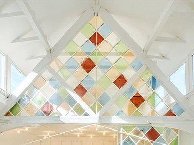 Espacios que inspiran: oficinas de coworking en una iglesia reformada