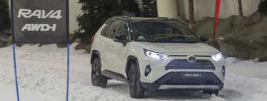 Probamos el nuevo Toyota RAV4 AWD-i sobre la nieve: híbrido y tracción total con hasta 1.300 Nm de par