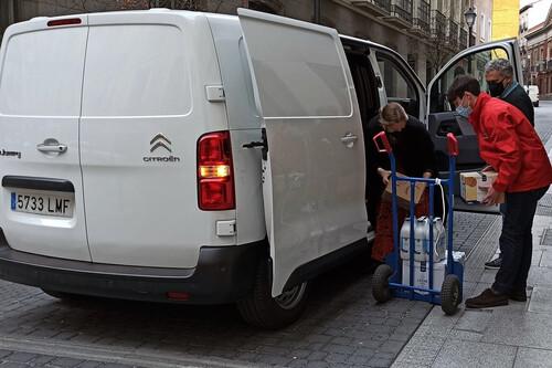 Probamos la Citroën ë-Jumpy como se prueba una furgoneta eléctrica de reparto: repartiendo víveres en la ciudad