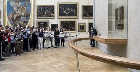 ¿Es exagerada la medida de no dejarnos hacer fotos con flash en el museo?