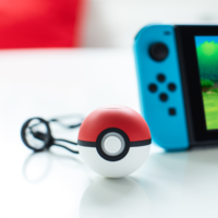 Poké Ball Plus, la alternativa a los Joy Con para Pokémon Let's Go Pikachu y Eevee con divertidos extras