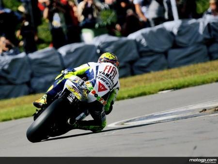 Valentino Rossi se lleva la pole en Donington Park