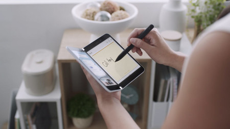 Esta patente muestra como Microsoft podría apostar en el futuro por dispositivos con una sola pantalla que sería flexible