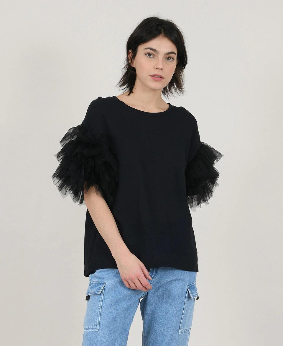 Camiseta con mangas de volantes de tul