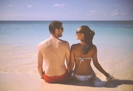 Los 5 pilares de tu relación que en verano se pueden tambalear... y las claves para que no se derrumben