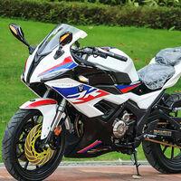 Copias chinas, nivel: una deportiva con el diseño de la BMW S 1000 RR, colín de Kawasaki y retrovisores de Yamaha