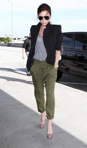 Copia el look más informal y militar de Victoria Beckham
