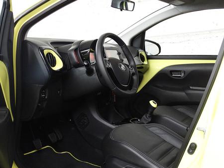 Amarillo Prueba Toyota Aygo Interiores