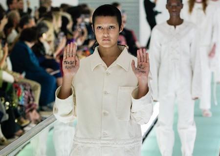"""""""La salud mental no es moda"""": la protesta personal de una modelo en el desfile de Gucci"""