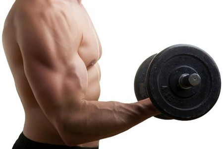 hacer biceps dupe mancuernas