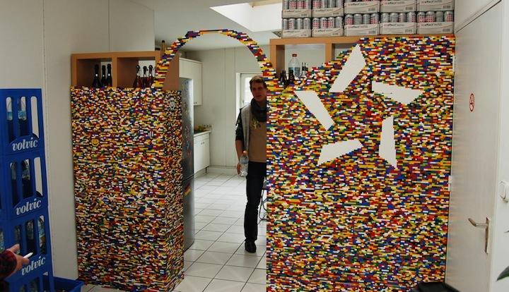 Foto de Separando espacios con un muro de lego (6/7)