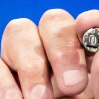"""Intel Curie es un módulo con el tamaño de un botón que convierte a cualquier objeto en """"inteligente"""""""