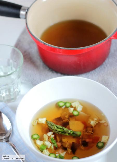 Caldo dashi con hortalizas