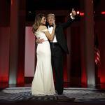 ¿Se inspiró Melania Trump (por enésima vez) en Michelle Obama al diseñar su vestido en el Baile Inaugural?