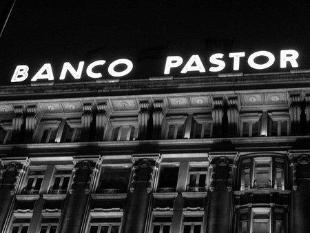 Banco Popular se fusionará con Banco Pastor, por orden del Banco de España
