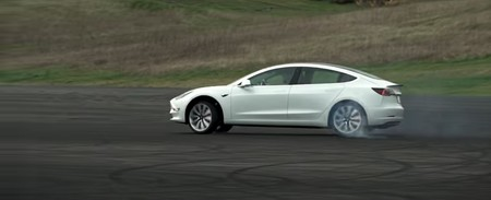 Tesla ya vende el Track Package, un completo kit para mejorar al Tesla Model 3 Performance en circuito por 5.500 doláres