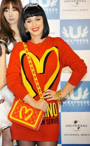 ¿Cómo llevan las famosas las extravagancias de Moschino? Amor por la moda pop