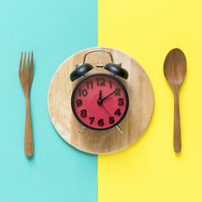 Los errores más frecuentes al iniciar un protocolo de ayuno intermitente y cómo evitarlos para perder peso