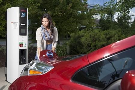 Los compradores del Nissan LEAF en Estados Unidos gozarán de recarga pública gratuita