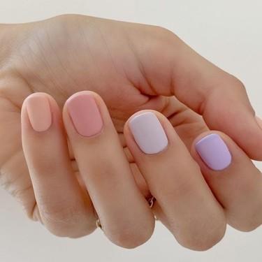 Las uñas arcoíris en versión pastel: siete manicuras para inspirarnos este verano