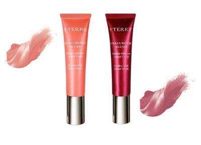 El blush con ácido hialurónico en textura mousse de By Terry se fundirá en tu piel como acuarelas