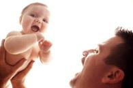 Un año de papás en Bebés y más