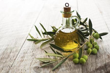 Cinco razones para incluir aceite de oliva en tu dieta habitual