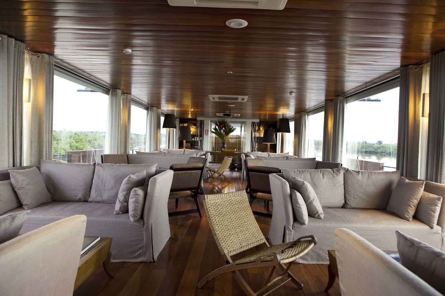 Recorre el Amazonas en un hotel flotante de lujo