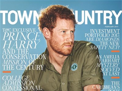 El Príncipe Harry posa así de guapo en la portada de la revista Town & Country