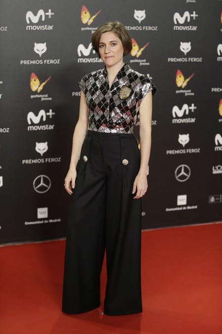 premios feroz alfombra roja look estilismo outfit Carla Simon