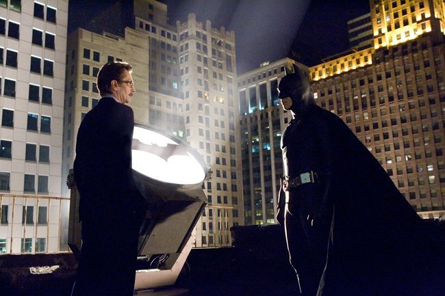 Jim Gordon reunido con Batman