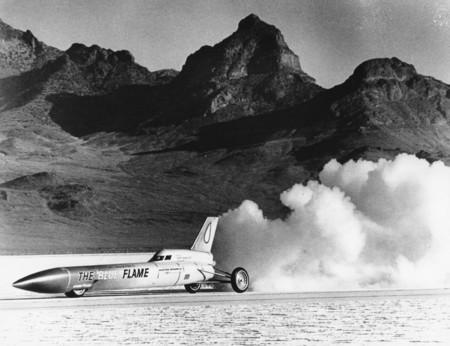 La lucha por ser el más rápido del mundo sobre ruedas: La era de los aviones sin alas