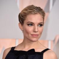 Sienna Miller recuerda a Oscar de la Renta de manera sublime en los Oscar 2015