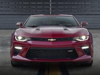 """Chevrolet quiere un Camaro V8 sin muchos lujos, poderoso pero """"accesible"""""""