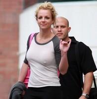 Britney Spears ¡ponte sujetador, por Dios!