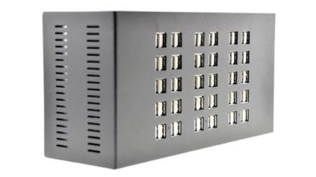 ¿Cómo cargar 60 dispositivos a la vez? Con este bestial hub USB de 2.5 kg de peso