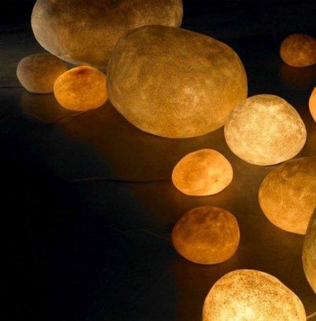 Piedras con luz, ideales para la iluminación de tu jardín