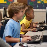 Una asignatura de ciberseguridad en colegios e institutos: Congreso y Senado lo piden al Gobierno y varios expertos nos explican cómo debería ser
