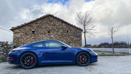 Probamos el Porsche 911 Carrera S con cambio manual de 7 velocidades: cuando el placer de conducir no te lo da ni el más rápido ni el más perfecto