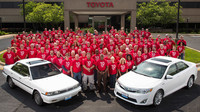 El Toyota Camry número diez millones, para un empleado de la fábrica